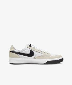 Nike SB - Nike SB Adversary